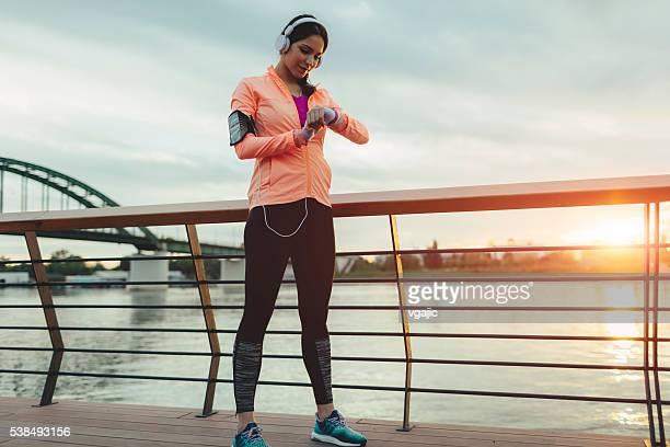 Sportliche Frau laufen.