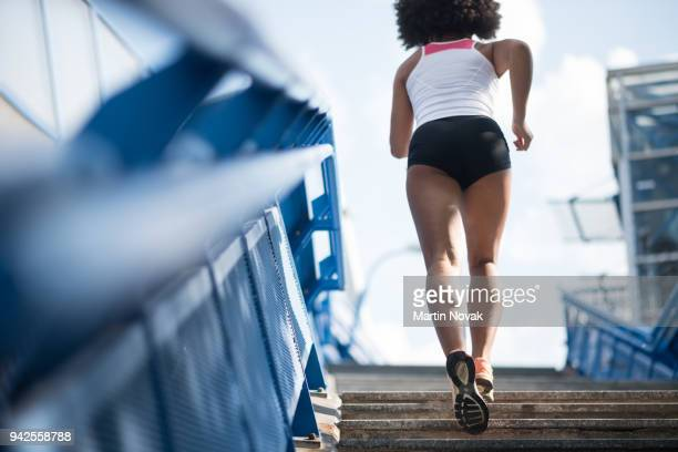 sporty woman running upstairs - fitness concept - fessier femme photos et images de collection
