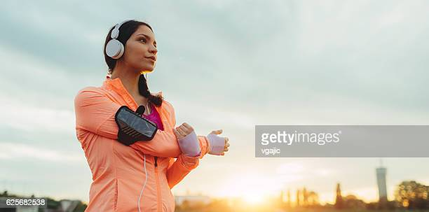 sporty woman working stretching exercise. - mp3 player stock pictures, royalty-free photos & images