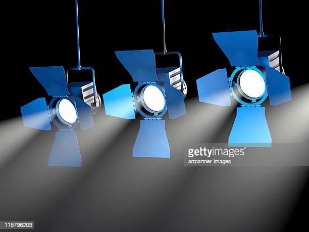 3 spotlights on a black ceiling - três objetos - fotografias e filmes do acervo