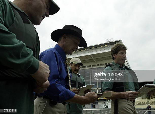 CREDIT Kevin Clark/The Washington Post Baltimore MD NEG # 180770 Bruce Wagner starting gate manager middle assigns positions to his crew members...