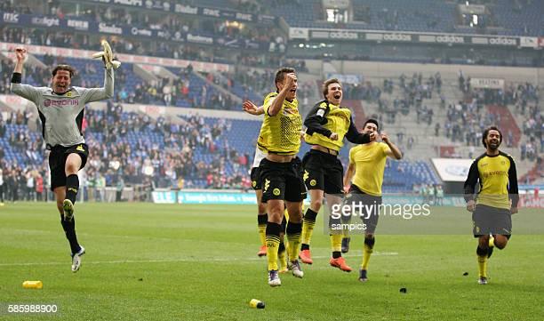 Sprangen vor Freude in die Höhe .. Roman Weidenfeller Borussia Dortmund , Sebastian Kehl Borussia Dortmund und Kevin Großkreutz Grosskreutz Borussia...