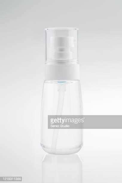 spray bottle - translucide photos et images de collection