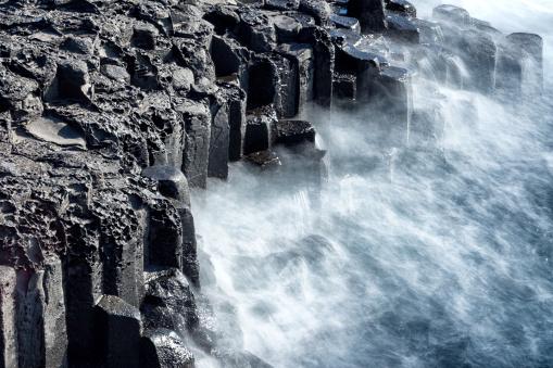 spray of wave impacting coast - gettyimageskorea