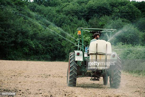 Spraying of organic fertilizer which has similar results to a chemical fertilizer   Location Courdemanche France