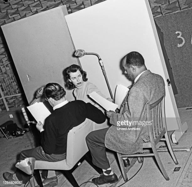 """Sprecher bei der NDR Hörspielproduktion """"Die Festung"""", Hamburg 1956."""