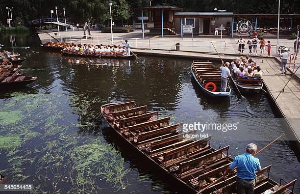 Spreekähne im Hafen von Lehde 1990