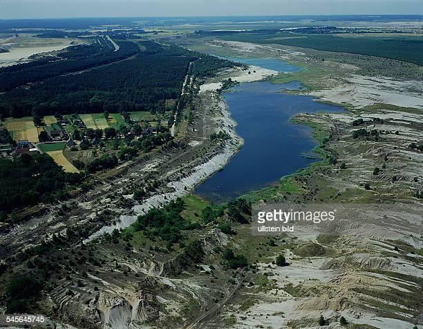 Spreewald-Landschaft an der Grenze zumBraunkohltagebau - Gebiet der LausitzLuftaufnahme - 1993LdM