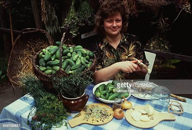 Spreewälderin verkauft Gurken- 1995- identisch mit ! -