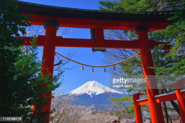 spring at arakurayama sengen shrine: mt. fuji, cherry blossom and five-story pagoda - shinto shrine stock pictures, royalty-free photos & images