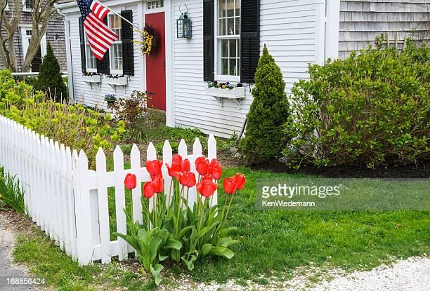 de primavera cottage - cercado com estacas - fotografias e filmes do acervo