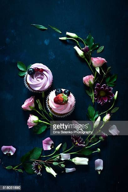 Spring cupcakes with flowers and leaves