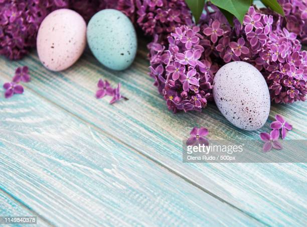 spring lilac flowers and easter eggs - easter religious background stock pictures, royalty-free photos & images