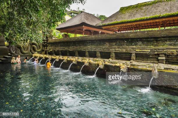spring of tirta empul, bali, indonesia - pura tirta empul temple stock pictures, royalty-free photos & images