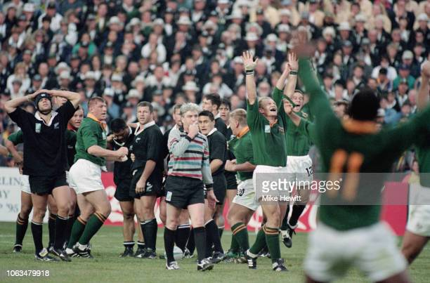 Springboks captain Francois Pienaar celebrates as referee Ed Morrison blows the full time whistle as New Zealand captain Sean Fitzpatrick reacts...