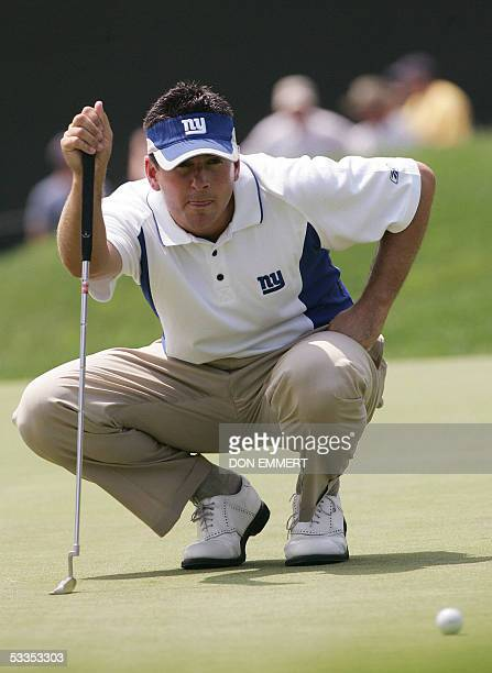 Springfield, UNITED STATES: Ben Curtis of the US lines up his putt on the 18th green during the first round 11 August, 2005 at Baltusrol Golf Club...