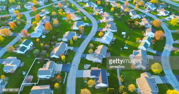 Primavera, hermosos barrios, casas Niza, vista aérea al amanecer.