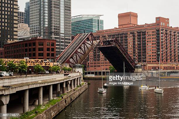 CONTENT] Springtime Chicago River Bridge Lifts