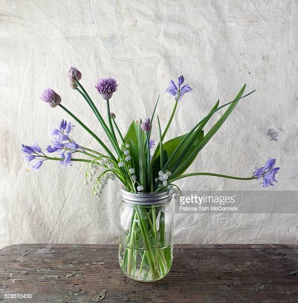 springtime flowers in jar - bouquet de muguet fotografías e imágenes de stock