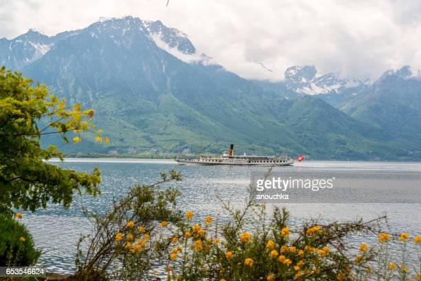lente in montreux, zwitserland - meer van genève stockfoto's en -beelden