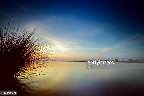 "springtime sunset over an empty lake during a beautiful evening in may - ""sjoerd van der wal"" or ""sjo"" imagens e fotografias de stock"