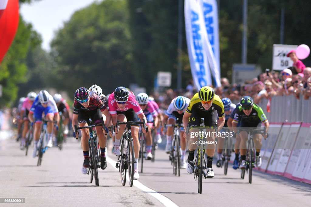 Sprint   Arrival   Jolien DHoore of Belgium and Team Mitchelton-Scott    Kirsten Wild 5841b22c3