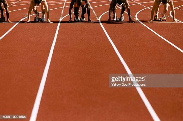 sprinters in starting blocks - primera vez fotografías e imágenes de stock