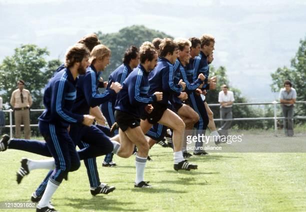 Sprinttraining für die Spieler der deutschen Fußballnationalmannschaft bei der Weltmeisterschaft 1982 in Spanien. Auf dem Gelände des Klubs Real...