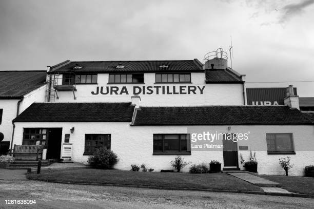 sprit of land, distilleries of scotland  -jura - lara platman stock pictures, royalty-free photos & images