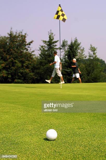 Sprockhoevel Golfplatz Juliana Felderbach eV Das 3 Golfturnier der NWD Gruppe fuer seine Kunden Ein Golfball auf dem Gruen