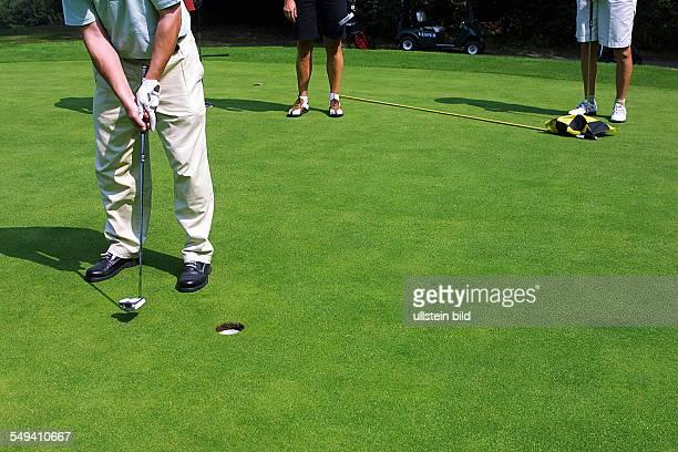 Sprockhoevel Golfplatz Juliana Felderbach eV Das 3 Golfturnier der NWD Gruppe fuer seine Kunden Ein Spieler auf dem Gruen