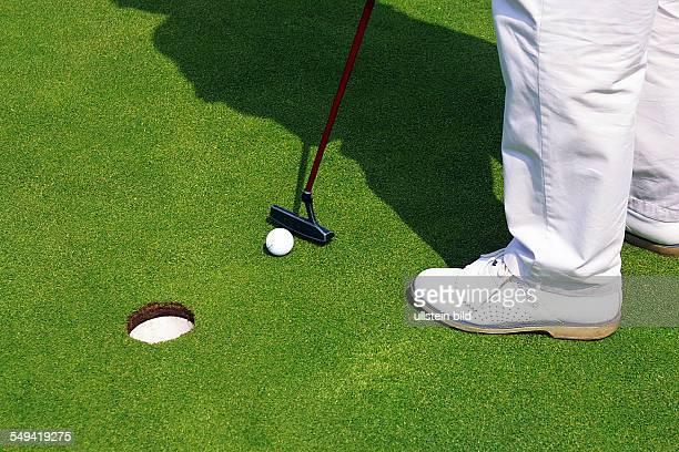 Sprockhoevel Golfplatz Juliana Felderbach eV Das 3 Golfturnier der NWD Gruppe fuer seine Kunden Ein Spieler auf dem Gruen Einputten