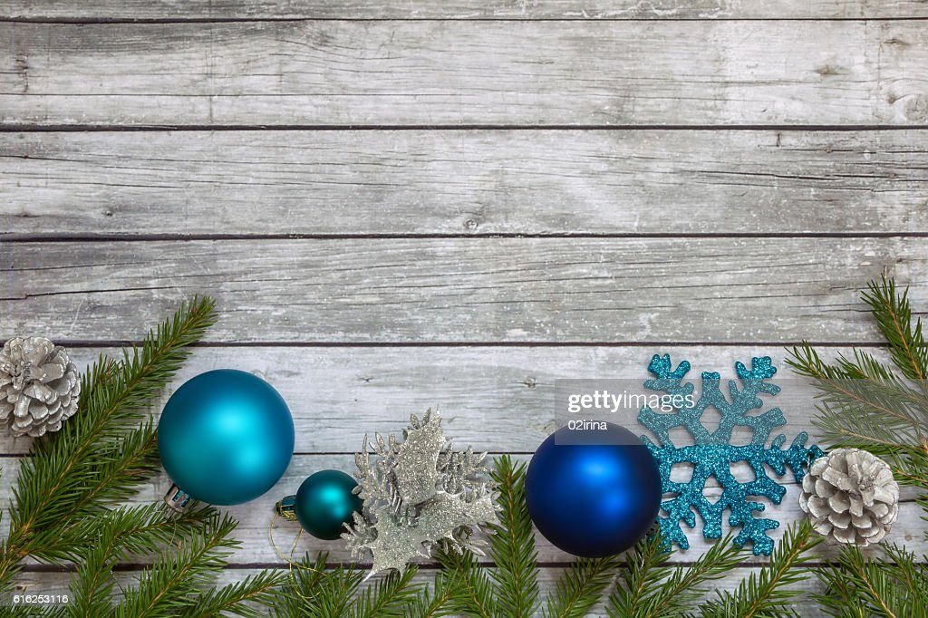 Spruce branches with Christmas decorations. : Foto de stock