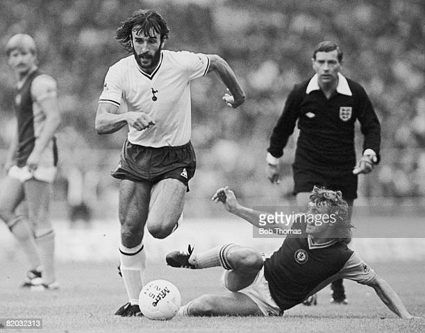 Spurs' Argentinian striker Ricardo Villa takes the ball past Aston Villa's Des Bremner during the FA Charity Shield at Wembley Stadium 22nd August...