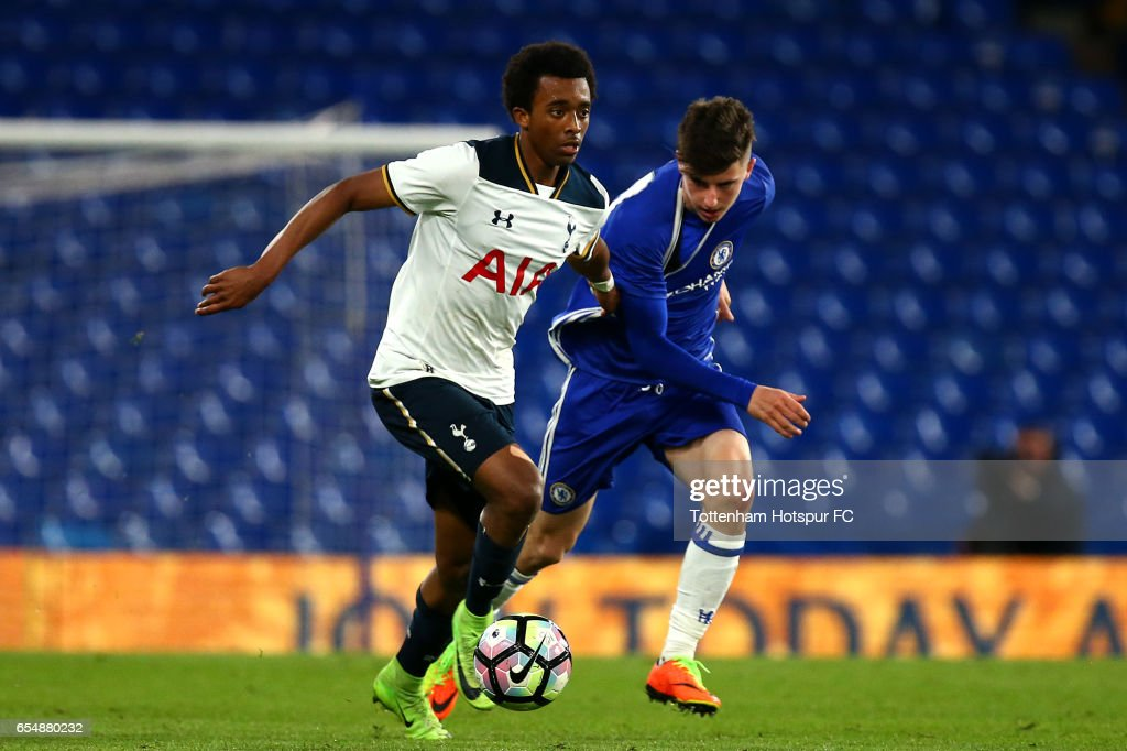 Spurs Tashan Oakley looks to hold off Chelsea's Mason Mount during the FA Youth Cup Semi Final Second Leg between Chelsea and Tottenham Hotspur at Stamford Bridge on March 18, 2017 in London, England.