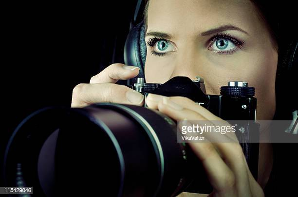 spy - endast en ung kvinna bildbanksfoton och bilder