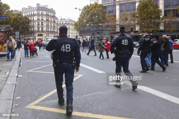 crs squad in paris - france strike stock pictures, royalty-free photos & images