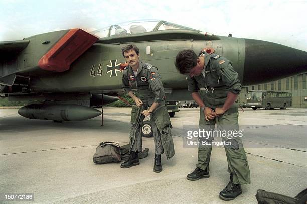 Squadron commander Eckhard SOWADA and a companion during takeoff preparations in front of a Tornado reconnaissance plane in Jagel near Schleswig