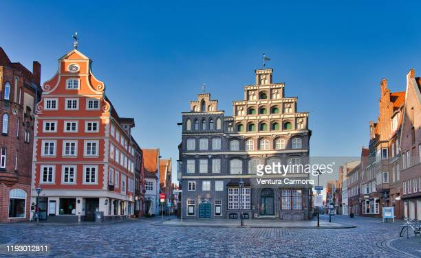 square am sande in lüneburg, germany - lüneburg stock pictures, royalty-free photos & images