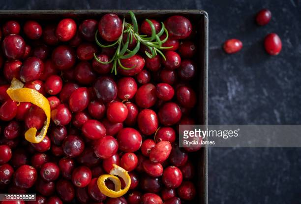 square baking pan full of cranberries - brycia james stock pictures, royalty-free photos & images