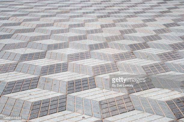 square blocks pavement - pedestrian walkway stock pictures, royalty-free photos & images