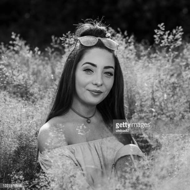 square crop in the long grass - off shoulder stock pictures, royalty-free photos & images