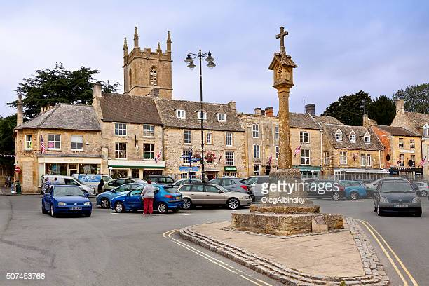 square in historic center in stow-on-the-wold, cotswold, england, united kingdom. - stow on the wold stock pictures, royalty-free photos & images