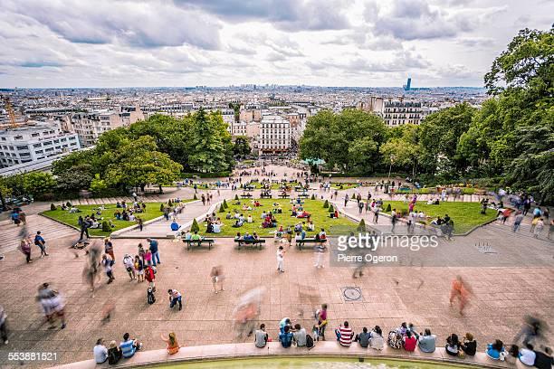 square louise michel in montmartre, paris - public park photos et images de collection