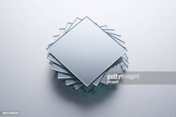 square mirrors stacking - glas materiaal stockfoto's en -beelden