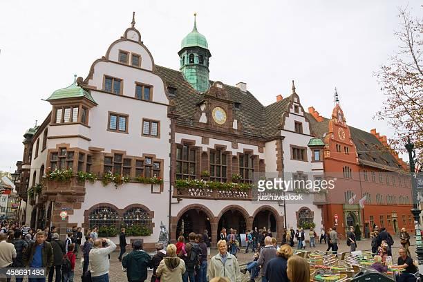 スクエア rathausplatz に freiburg - フライブルク・イム・ブライスガウ ストックフォトと画像