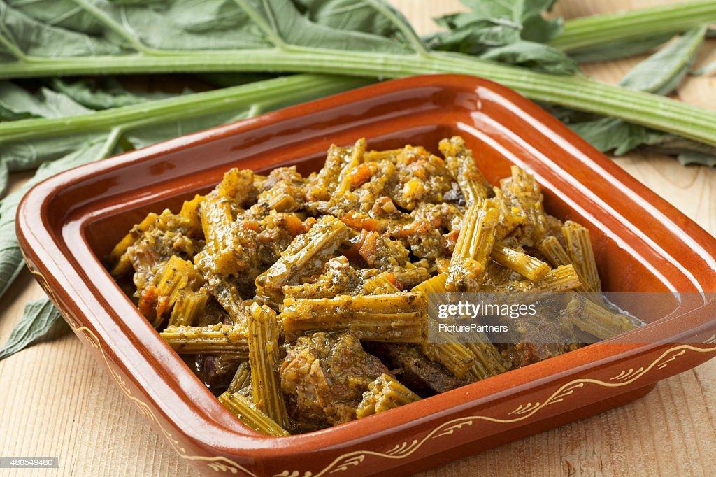 Square tajine con carne y comida cardo de castilla : Foto de stock