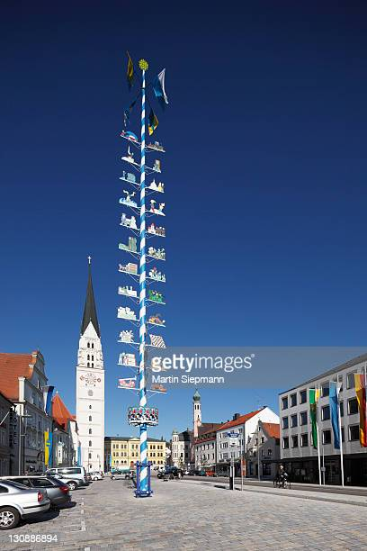 square with maypole and the parish church of st. john the baptist, pfaffenhofen an der ilm, hallertau or holledau, upper bavaria, bavaria, germany, europe - maypole stock pictures, royalty-free photos & images