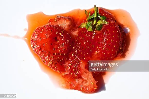 squashed strawberry - crush foto e immagini stock