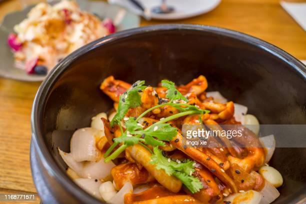 squid in stone pot in high-end restaurant - yōshoku imagens e fotografias de stock